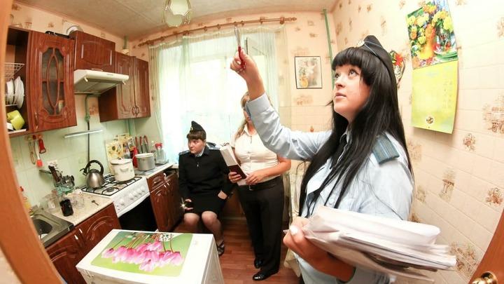 Отца-одиночку с дочерью выгоняют из квартиры в Екатеринбурге из-за кредита