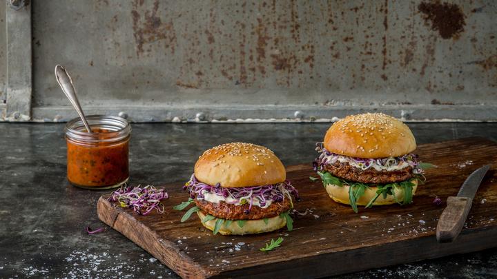 Британские учёные: Поедание бургеров и хот-догов лишает мужской силы