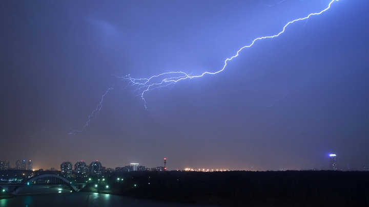 Заседал Российский союз ректоров: В фундаментальную библиотеку МГУ во время мероприятия ударила молния