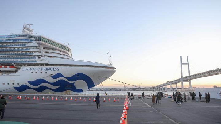 Запертые на лайнере: Количество заболевших коронавирусом на корабле выросло втрое