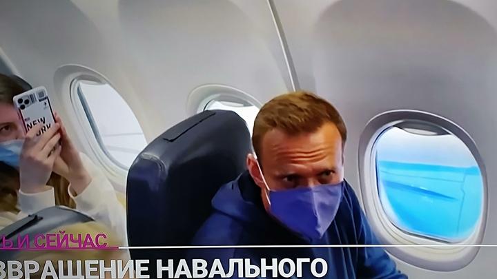 Навального увели полицейские: Сериал с возвращением в Россию закончился