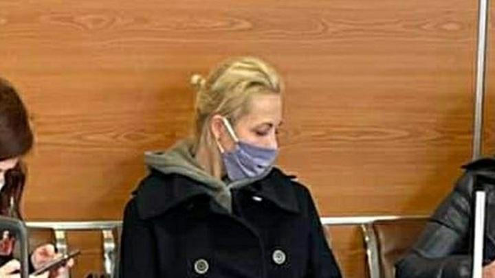 В квартиру к жене Навального пришли с обыском: Та закрыла дверь и записала видео