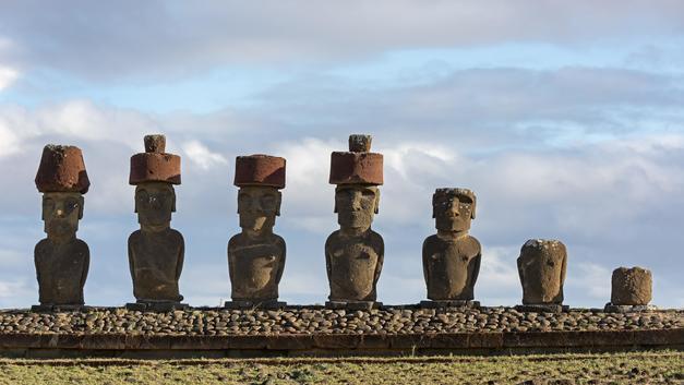 Ученые выяснили, как истуканам острова Пасхи надели многотонные шляпы на головы
