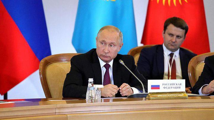 Путин перед совещанием в Кремле пошутил об Орешкине и Давосе: Спросим еще одного туриста