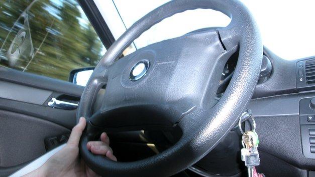 Стритрейсер на взлете: Несущийся под 378 км/ч Audi разогнал попутные авто - видео