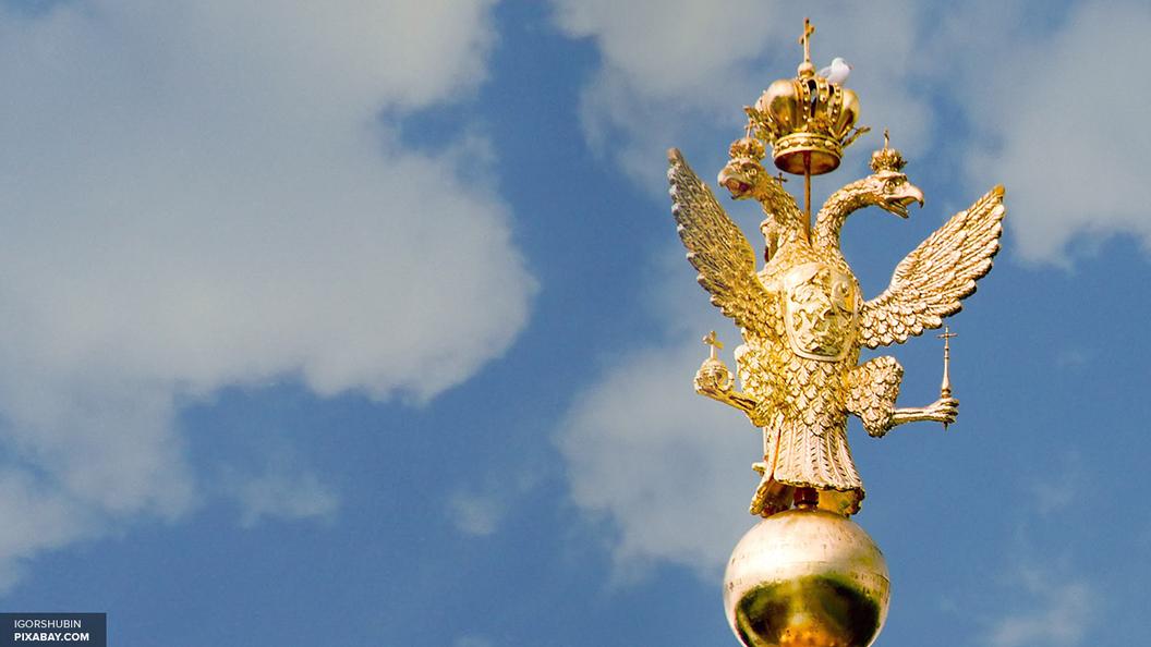 Русский публицист: Слава Богу, президент своей фигурой и своими действиями направляет нас к монархии