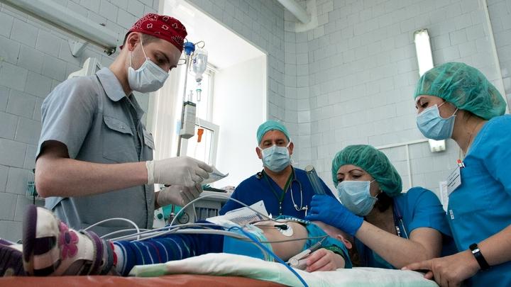 Русские врачи приехали, но забрать не смогли: Пострадавшая в бассейне девочка не может перенести перелет из Турции