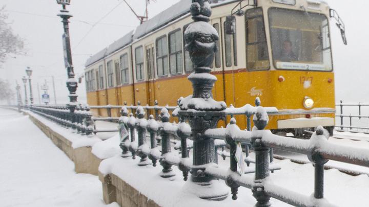Такую купюру в кассе не принимают: В Магнитогорске кондуктор трамвая высадил больного ребенка на мороз