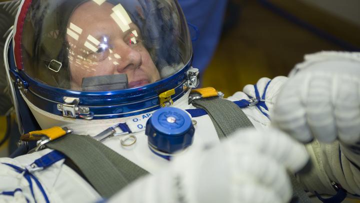 Русские космонавты поддержали ЧМ-2018, сыграв в футбол в невесомости