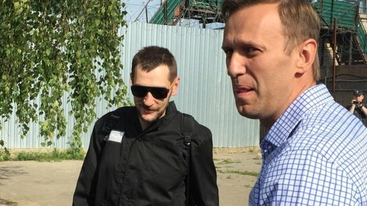 Увезли полицейские: Обыски ближнего круга Навального привели к задержанию его брата