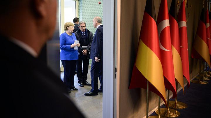 Нужно срочно договориться: Меркель посочувствовала Эрдогану и напомнила о беженцах