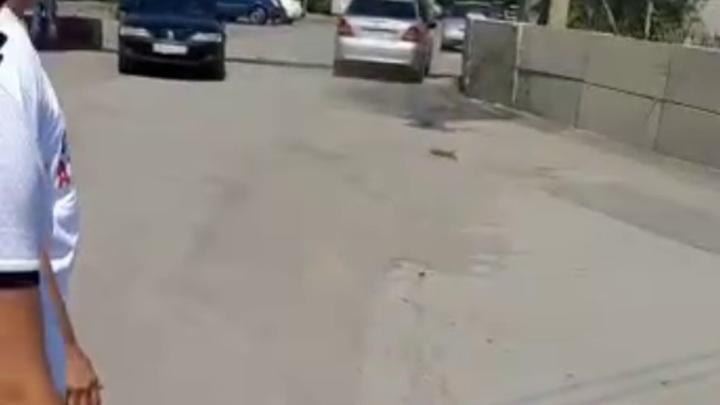 В Ростове начали разблокировать закрытые силовиками аксайские рынки