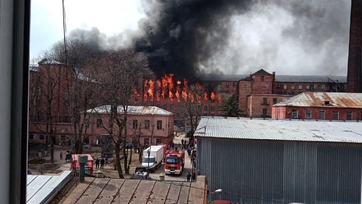 Губернатор Санкт-Петербурга приехал на пылающую «Невскую мануфактуру» только спустя восемь часов