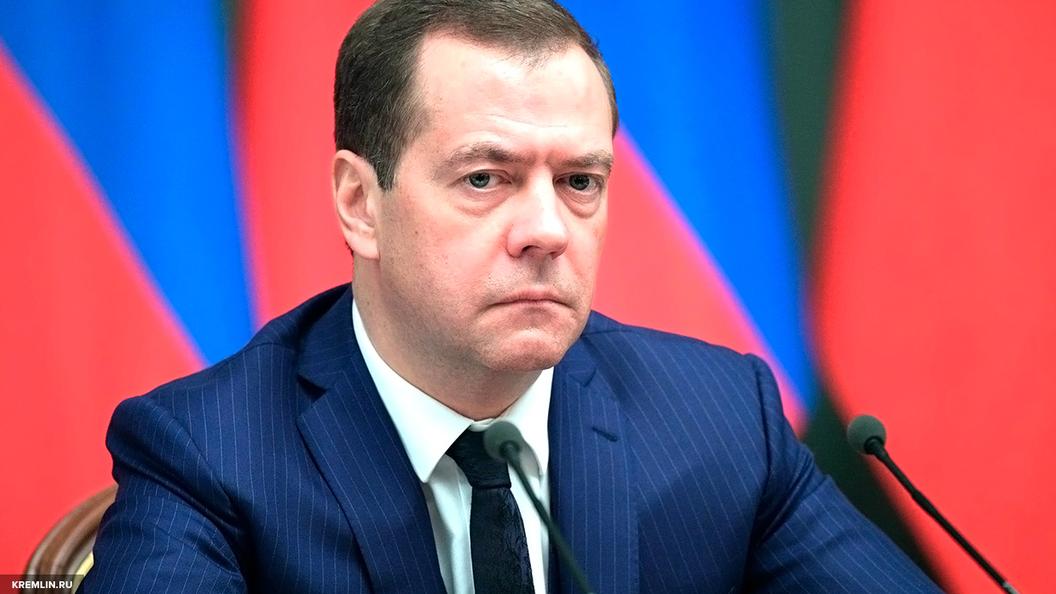 Медведев пригрозил регионам засрыв возведения перинатальных центров