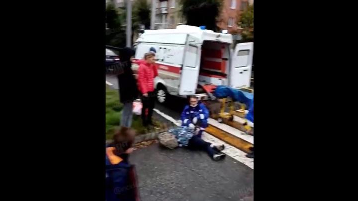 Соцсети: в Новокузнецке мальчика сбила машина по дороге в школу