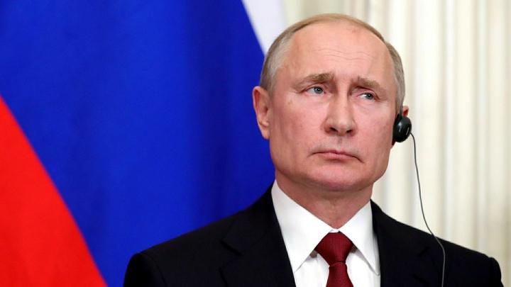 Экраны для трансляций и герб: Манеж подготовили к посланию Путина Федеральному Собранию