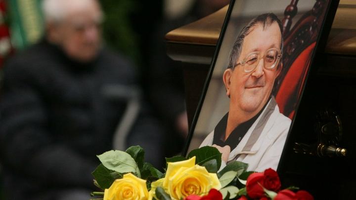 Бюрократические процедуры: В Петербурге не могут установить мемориальную доску на доме Стругацкого