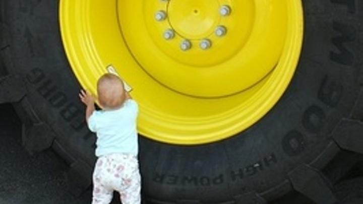 Читинская школота присоединилась к флэшмобу по скручиванию колпачков с колёс