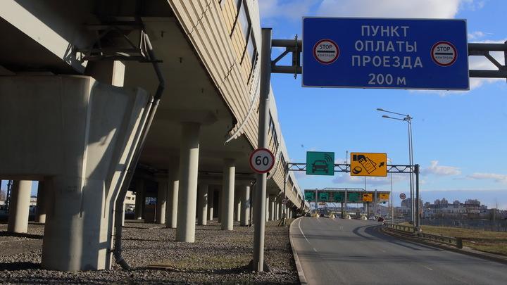 Российский водитель заснял подозрительную колонну из авто без номеров