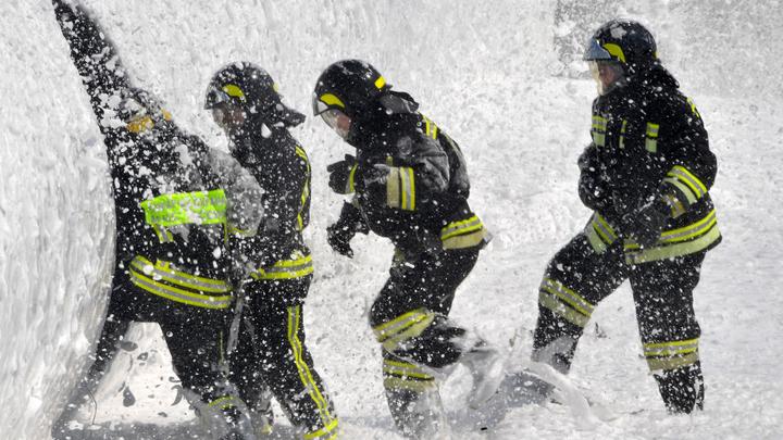 10 человек эвакуировали, 2 спасли: В Сочи на площади 200 квадратных метров загорелся барак