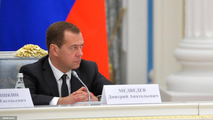 Медведев ветеранам ВОВ: Мы крепкие, мы не боимся