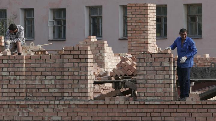 Очевидцы сообщили о массовой драке мигрантов у больницы в Москве