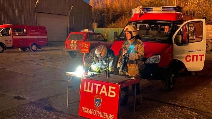 В промзоне Ленобласти потушили строительный мусор, огонь охватил 2000 квадратных метров