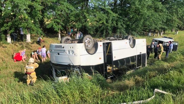 Массовое ДТП на Кубани: столкнулись две машины и рейсовый автобус
