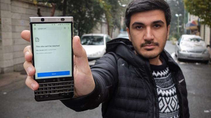 Блокировка интернета, десятки погибших: Что происходит в Иране