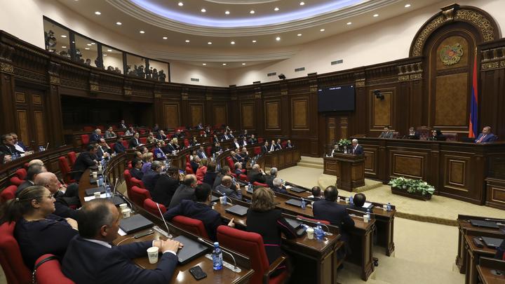 Лидер оппозиции Армении был официально выдвинут на пост главы правительства