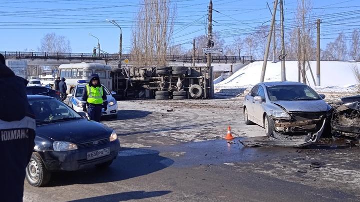 Массовая авария с погибшим произошла на Автозаводе 10 марта