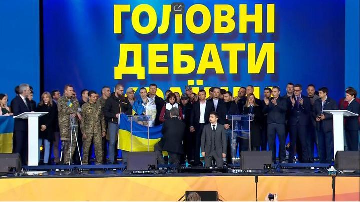 Не с того начали: Герой России призвал Зеленского ещё раз встать на колени и напомнил про дебальцевский позор