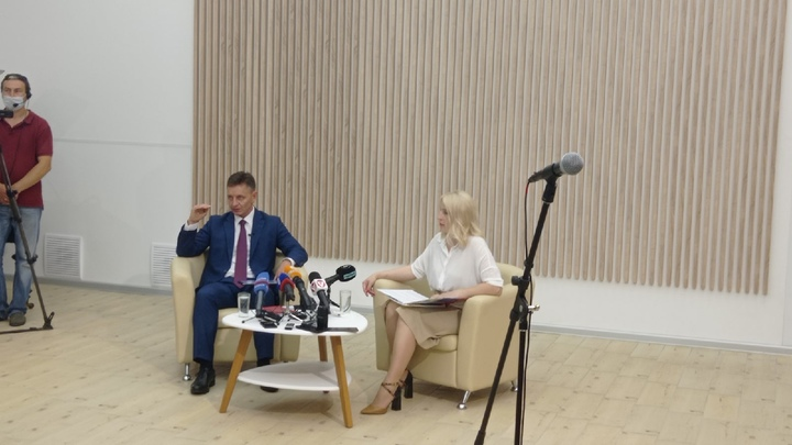 Губернатор Владимир Сипягин привился от коронавируса