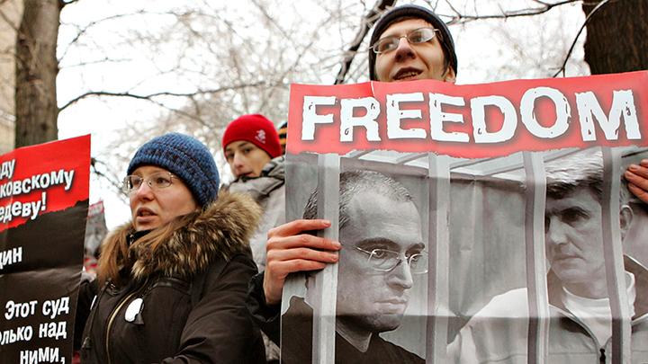 Осторожно, Ходорковский закрывается. Следующая станция - подполье