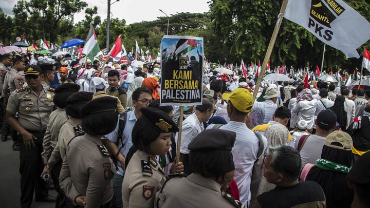 Индонезия взбунтовалась против Трампа: Многотысячная толпа митингует в Джакарте
