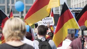Правые против всех: На улицы Берлина вышли 30 тысяч немцев