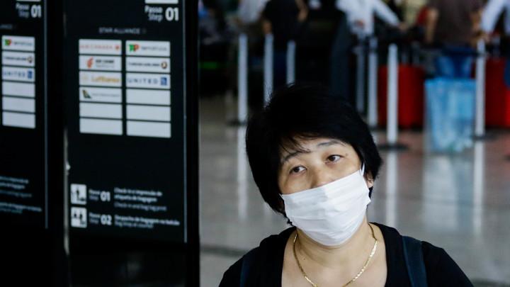 Заболеть может каждый: В Роспотребнадзоре рассказали, для кого особенно опасен новый тип коронавируса