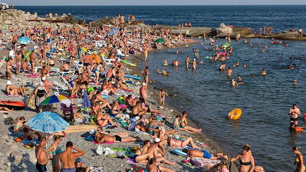 Перегрев черноморских курортов: Что делать с толпами туристов и космическими ценами?