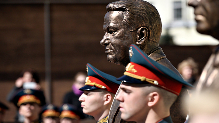 Ельцин бросал людей под пули, подсчитывая личную прибыль