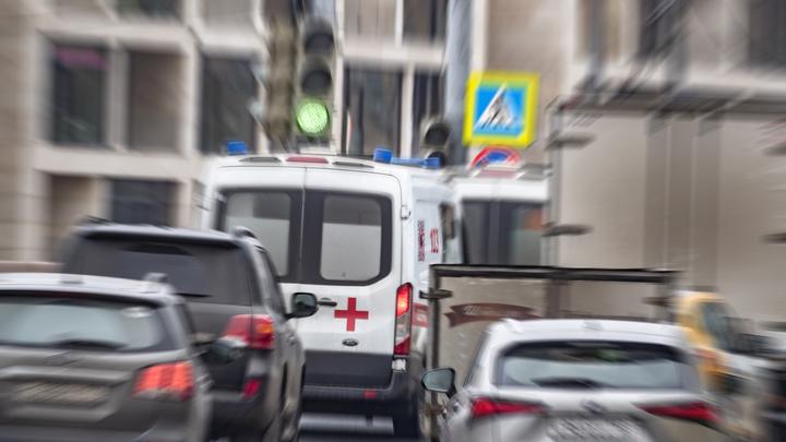 В Краснодаре сотрудники ДПС оказали доврачебную помощь пострадавшему в аварии