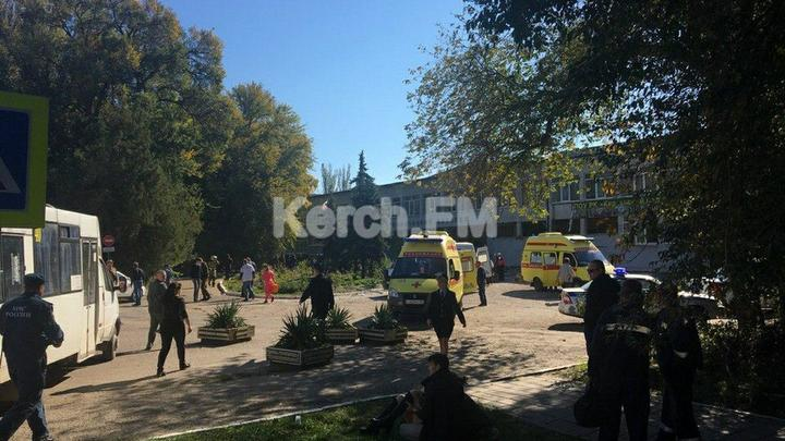 Военные на БТР прибыли к керченскому колледжу - видео