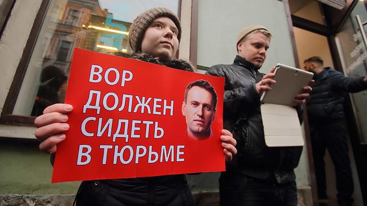 Проект Навальный не закрыт, он просто уходит в тень