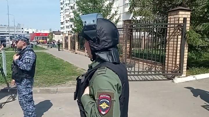Министр поспорил с журналистом об охране казанской школы