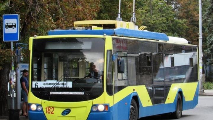 В Краснодаре семь троллейбусных маршрутов сократят время работы из-за ремонта дороги