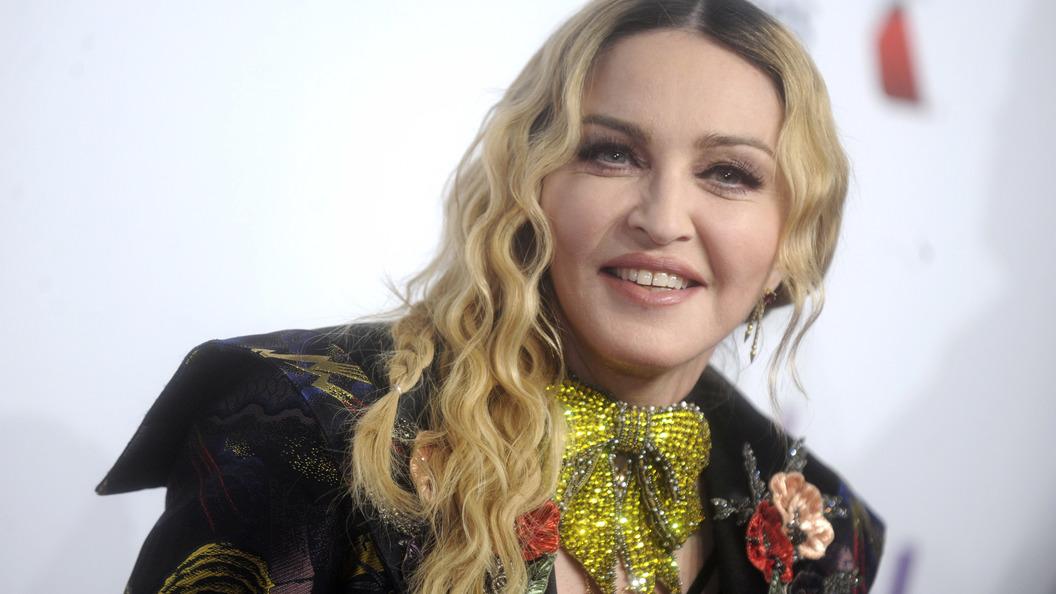 Мадонна переехала в Португалию ради занятий сына в Бенфике