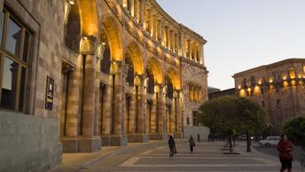 В Армении проверяют здание парламента после сообщения о бомбе