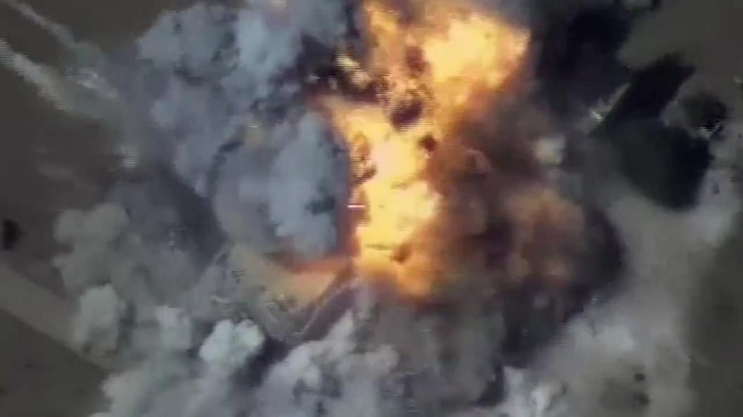 Минобороны России показало видео уничтожения техники террористов под Дэйр-эз-Зором