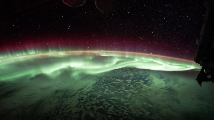 Уфологи нашли на видеозаписях МКС светящиеся НЛО