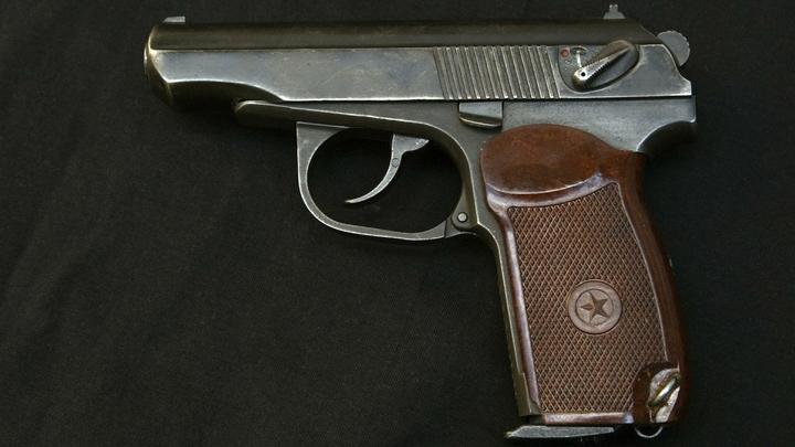 Стрелявшего подростка скрутили два полицейских - видео
