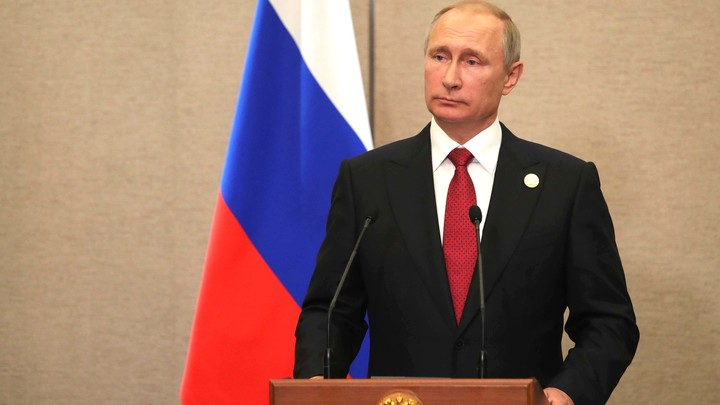 Владимир Путин наградил Ван Яна орденом Дружбы